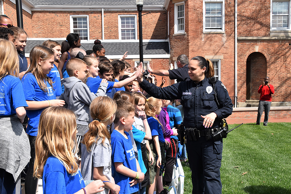 Police high-fives third graders