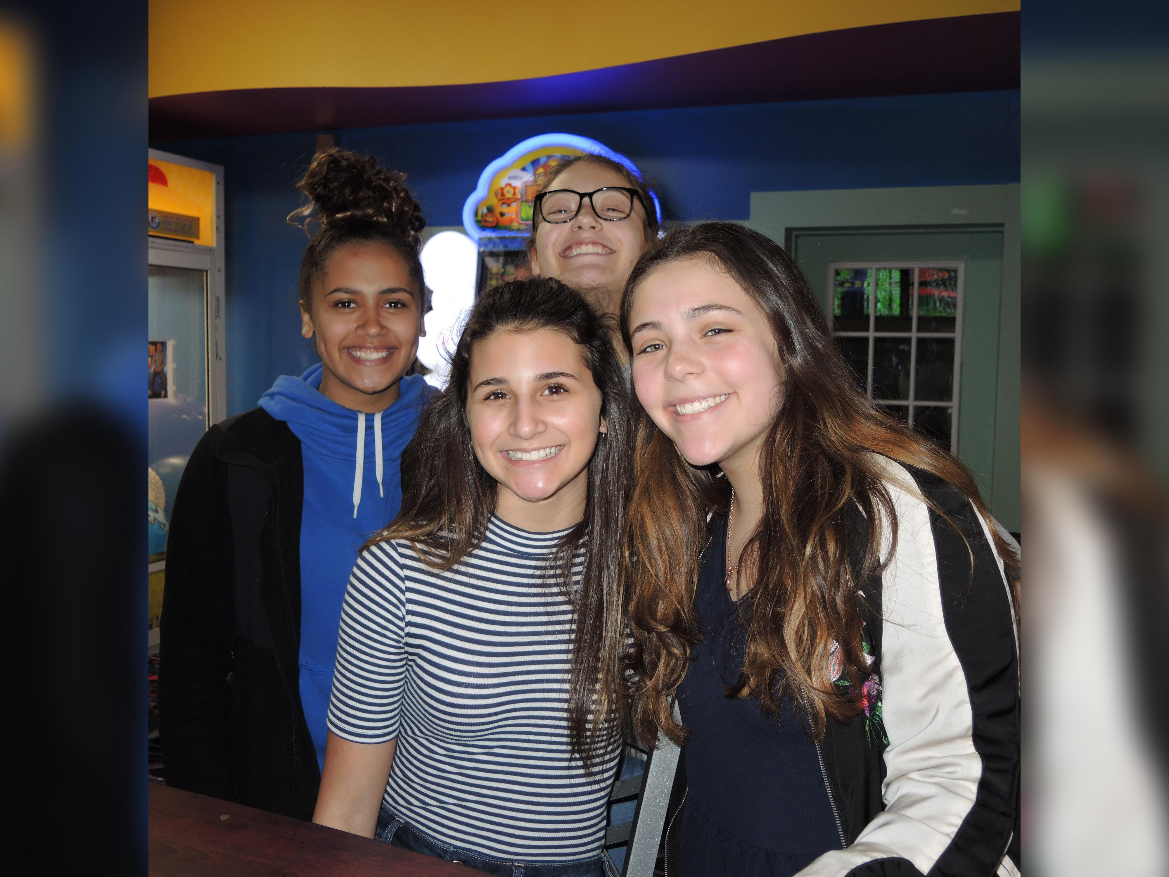 Blendon Students having fun at Gahanna Lanes
