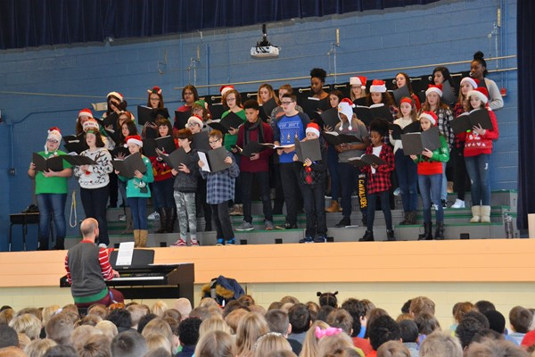 Blendon choral students entertained children at Whittier Elementary.