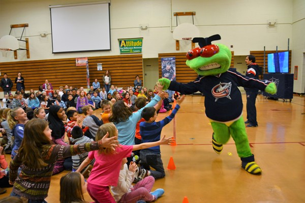 Columbus Blue Jackets mascot Stinger drummed up excitement at Robert Frost.